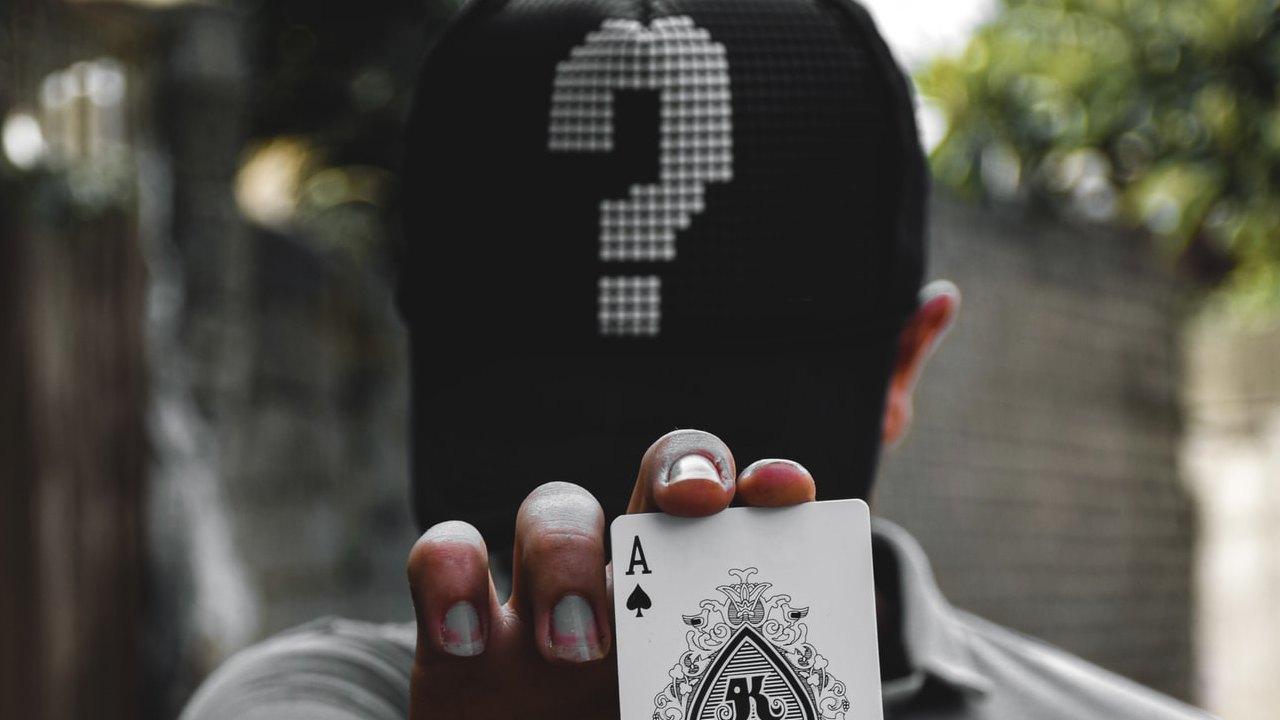 Giocatore di poker misterioso