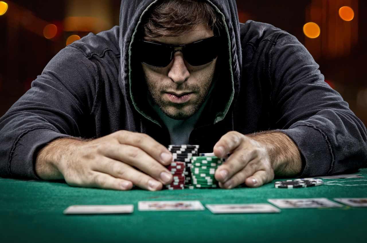 Nit poker player