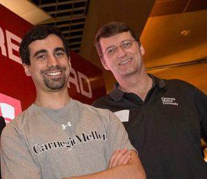 Noam Brown e Tuomas Sandholm, sviluppatori di Libratus, esultano dopo la vittoria della sfida Brains VS Artificial Intelligence