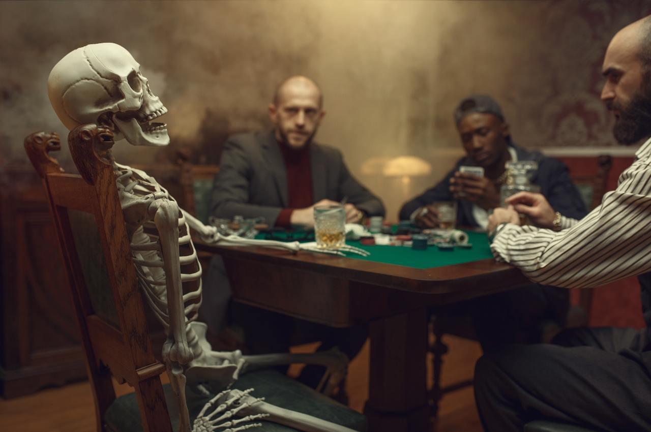 un principiante al tavolo da poker