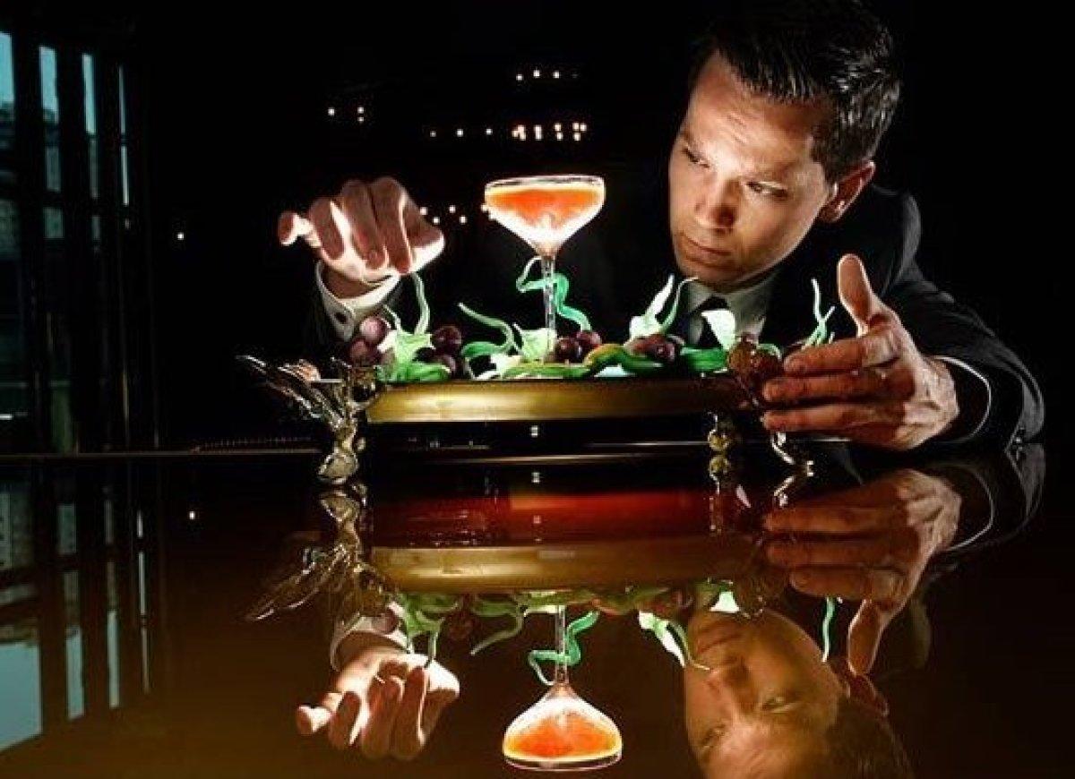 """Il cocktail """"The Winston"""" preparato al club 23 nel casino Crown di Melbourne"""