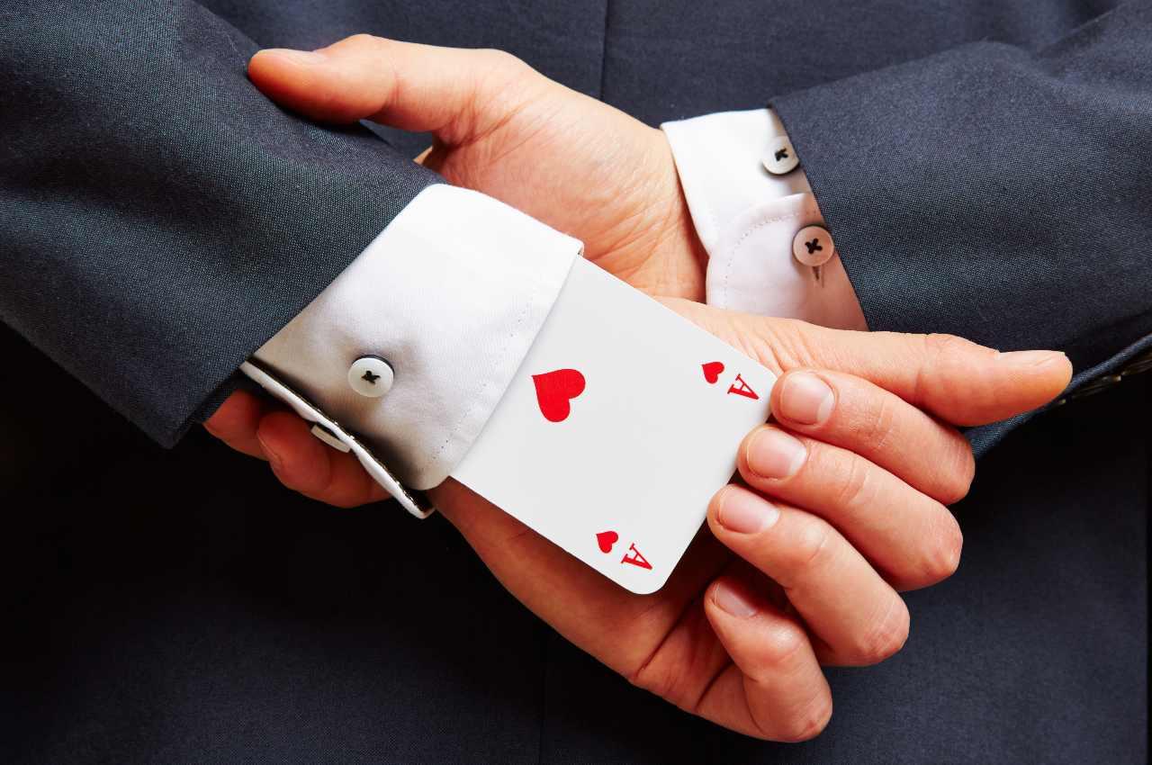 barare al tavolo da poker è reato?