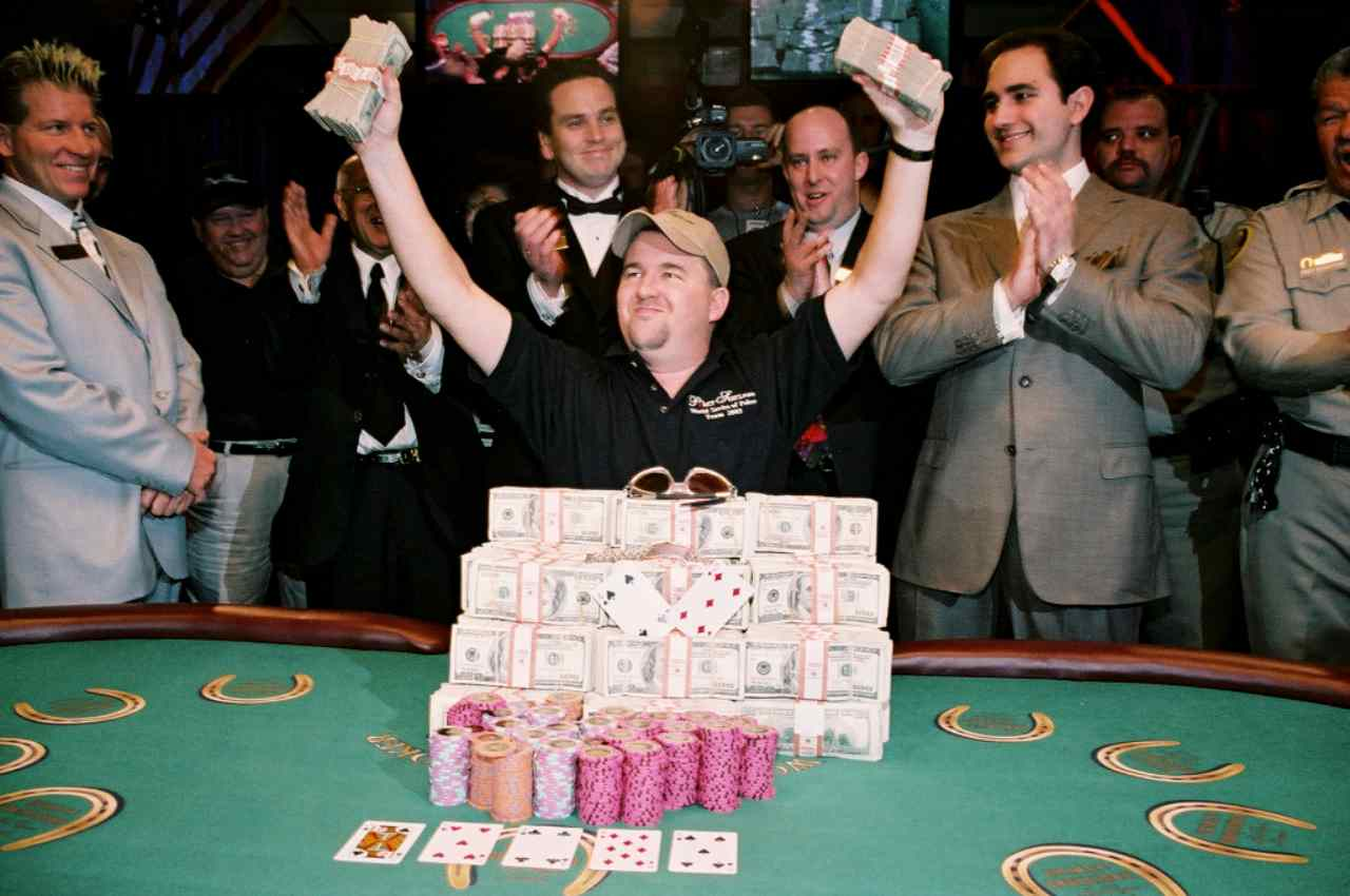 Chris Moneymaker esulta per la vittoria al Main Event WSOP del 2003