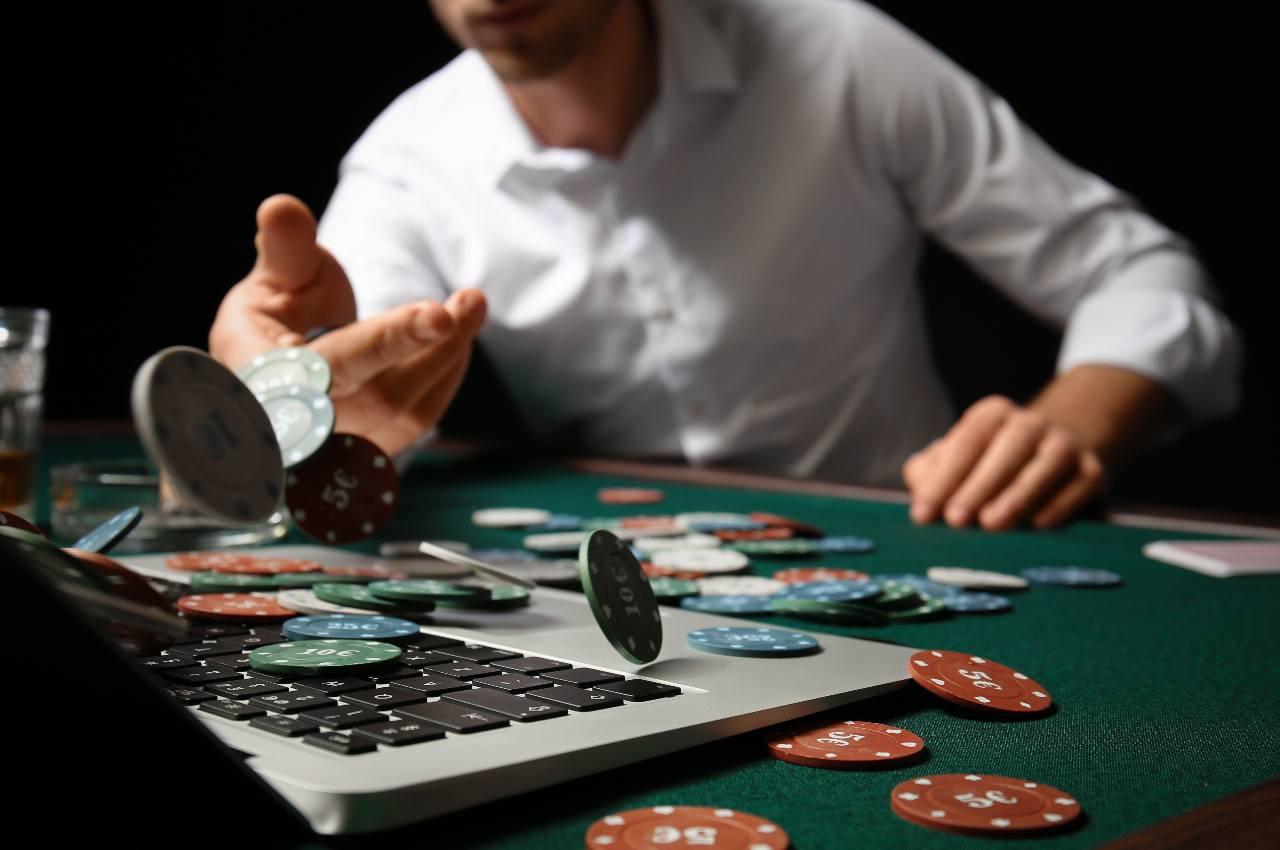 tell nel poker online
