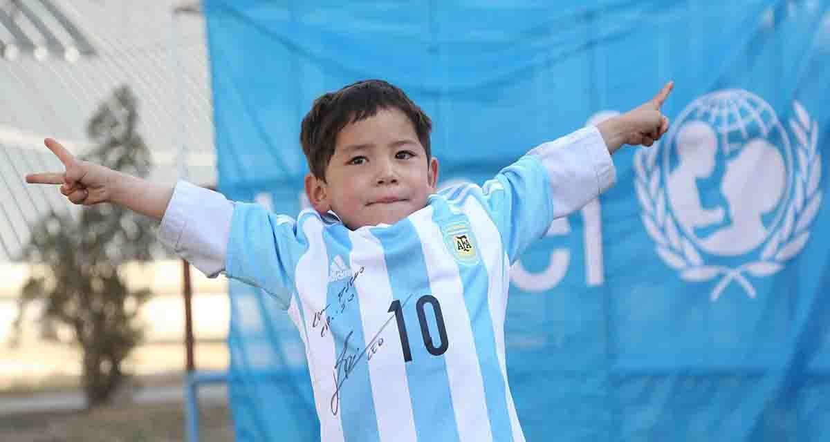 Murtaza con la maglia di Messi (facebook)