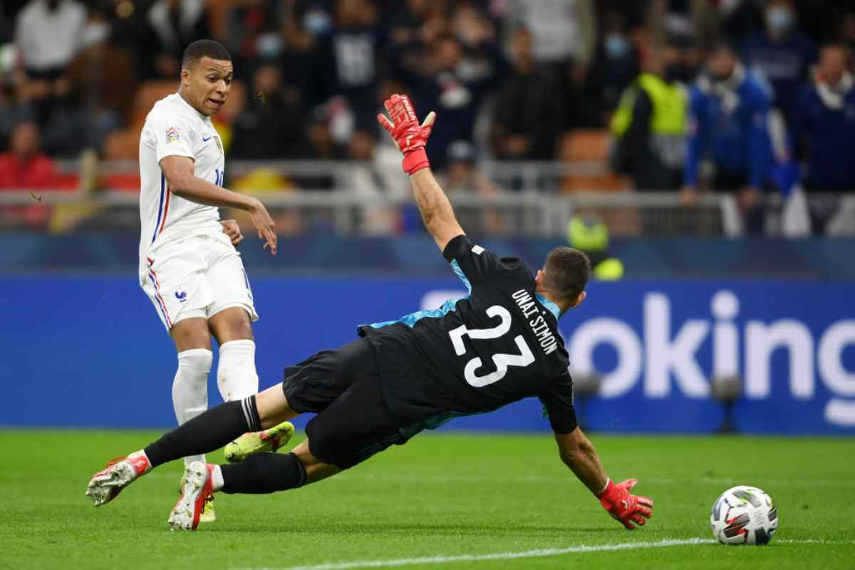 Kylian Mbappé e Unai Simon (Getty Images)