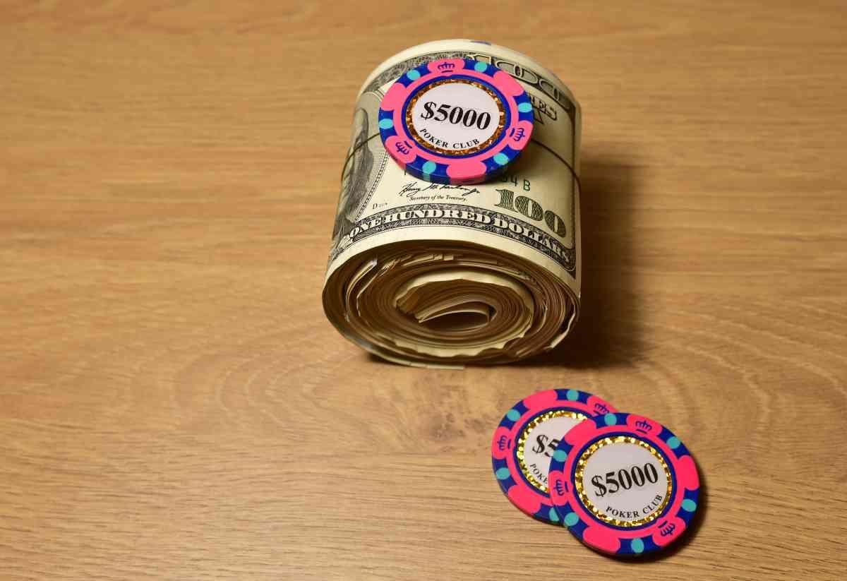 milionario con poker